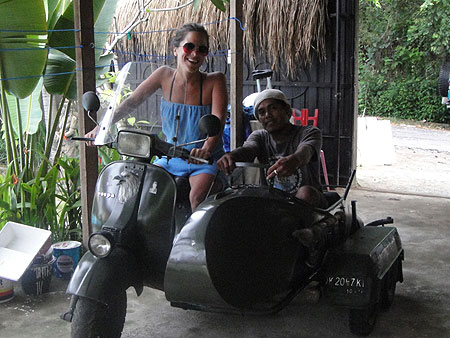 Достаточно грозный скутер с коляской