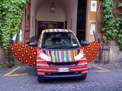 Свитер для авто: смарт стал жертвой вязаного граффити