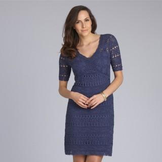 платье синего цвета с кружевом